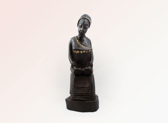 Lady Washer Statue