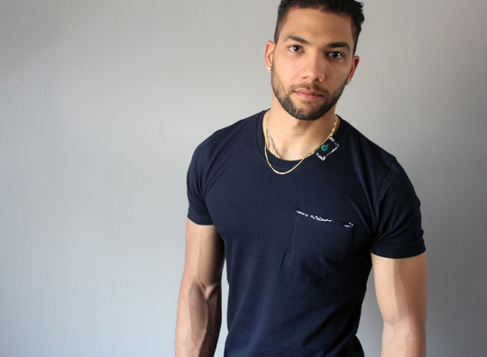 MICOBI Black fitted tee with pocket